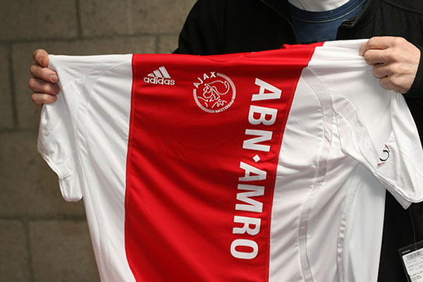 shirtabnamro - Sponsor storici: i 10 marchi più longevi sulle maglie dei club