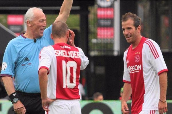 Van der Vaart: 'Ik kan de bal nog altijd op een stropdassie leggen, ook bij Ajax'