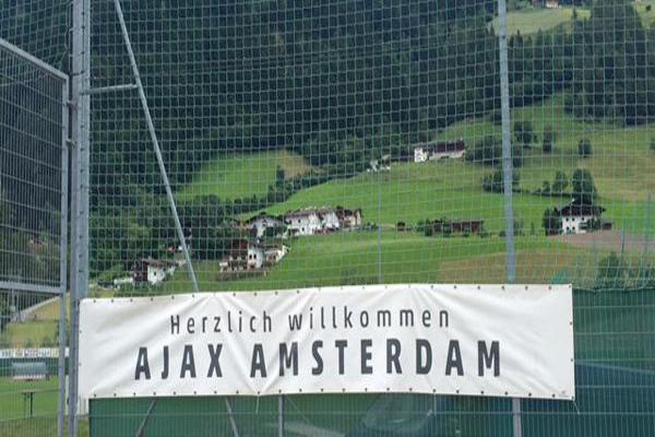 Ajax met 21 spelers naar Oostenrijk