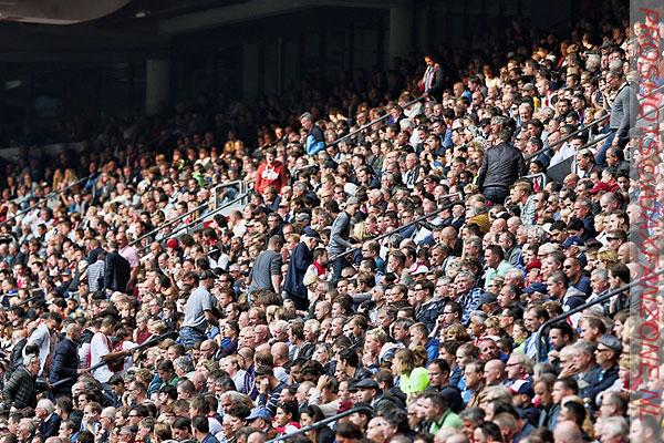 Ajax bereikt grens van 40.000 verlengde seizoenkaarten