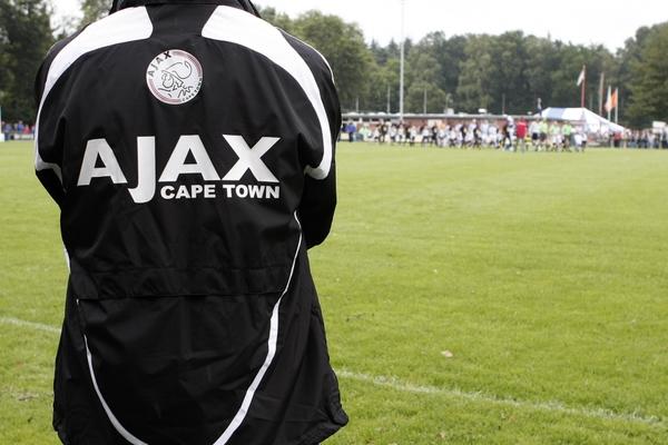 Ajax trekt de stekker uit Ajax Cape Town en verkoopt aandelenbelang