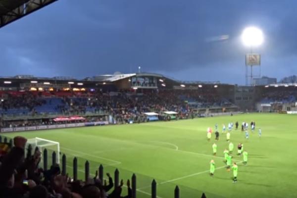 Sfeer uitvak tijdens PEC Zwolle - Ajax (Incl video)