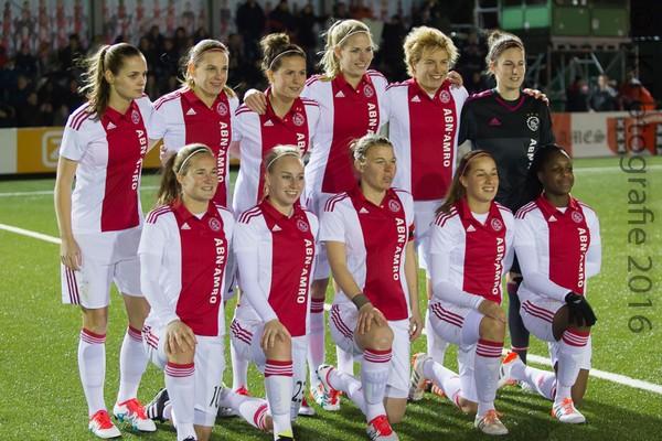 Ajax Vrouwen winnen en blijven koploper (Incl foto's)