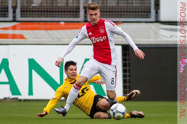 Jong Ajax wint nipt van de Koninklijke HFC