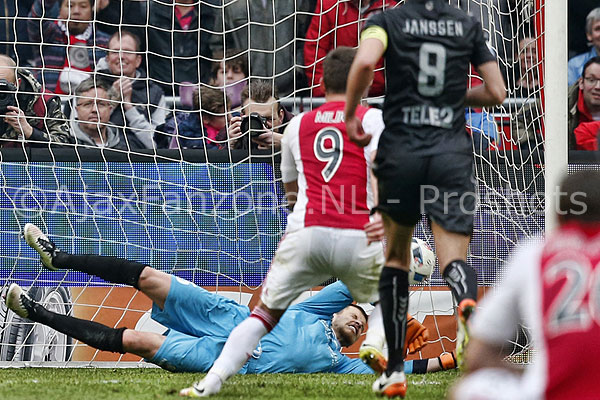 0417ajax-utrecht_penalty1