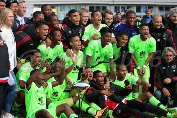 'Ajax overweegt beëindiging samenwerking met Ajax Cape Town na degradatie'