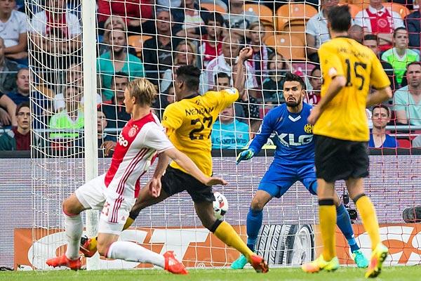Ajax legt Van Leer voor vier seizoenen vast