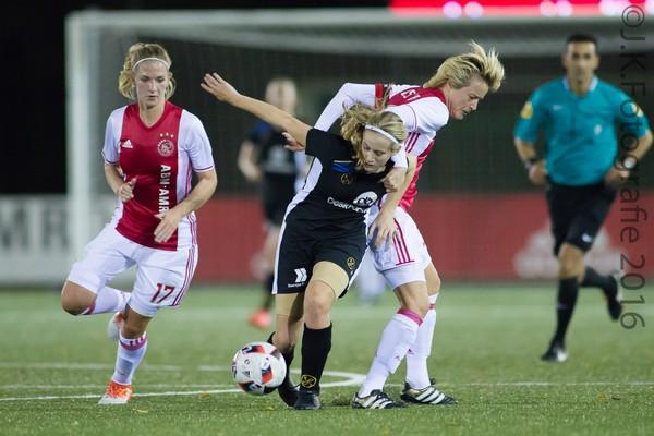 Ajax Vrouwen verslaan Telstar met 3-0 (Incl foto's)