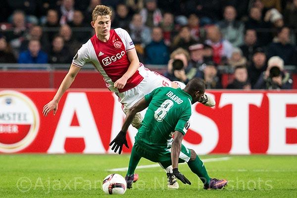 Hulshoff: 'Hopen dat Ajax meegroeit met De Ligt'