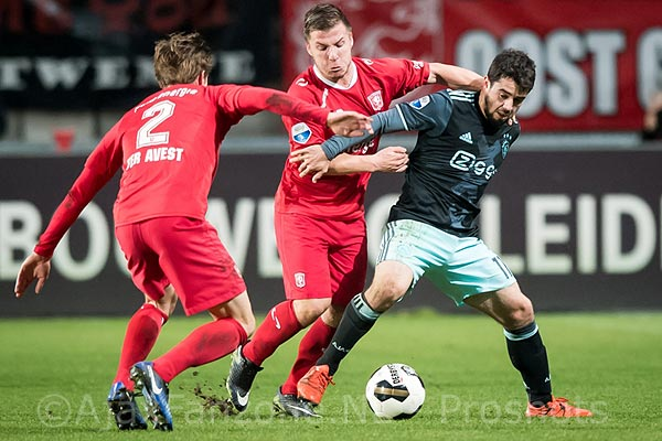 1211twente-ajax_younes