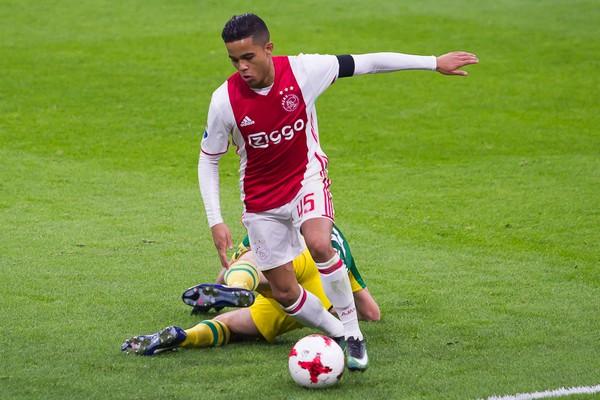 Kluivert sluit langer verblijf bij Ajax niet uit: 'Ja, dat kan ook zeker'