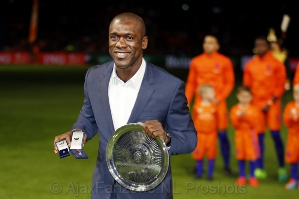 Oranje verliest opnieuw,  Seedorf benoemd tot bondsridder van de KNVB