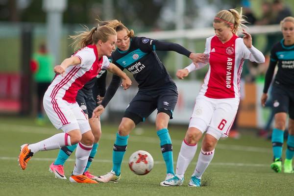 Ajax Vrouwen winnen met 1-0 van Psv in kampioenspoule (Incl foto's)
