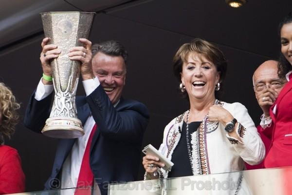 De Volkskrant: 'Van Gaal moet Ajax naar nieuwe successen leiden'