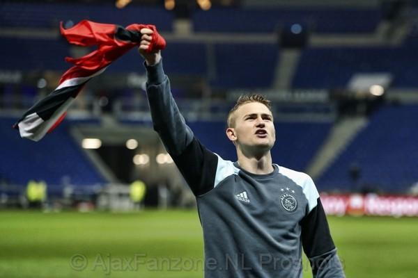 De Ligt: 'Liever Mister Ajax dan op de bank bij Barcelona'