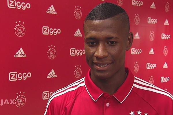 Jong Ajax verslaat Jong PSV met 0-3, debuut Orejuela