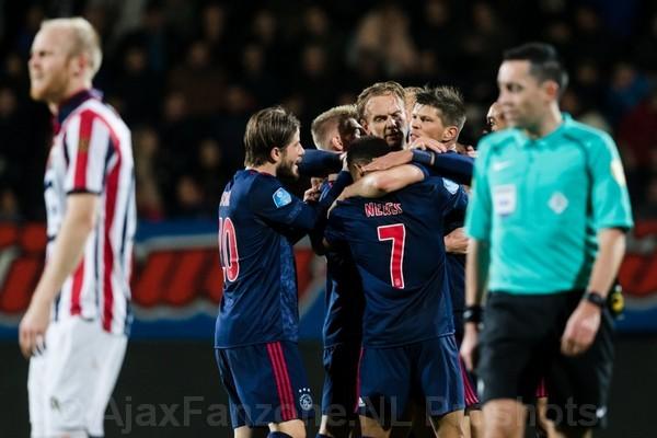 Ajax in moeizaam duel langs Willem II: 1-3 (Incl foto's)