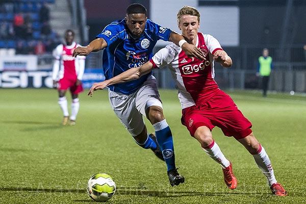 Jong Ajax heeft titelkansen weer in eigen hand na winst in Den Bosch