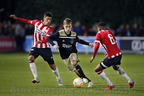Gehavend Jong Ajax verliest met 2-1 van Jong PSV
