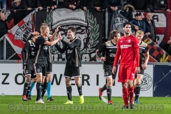 Jong Ajax geeft FC Twente pak slaag in eigen huis: 2-5