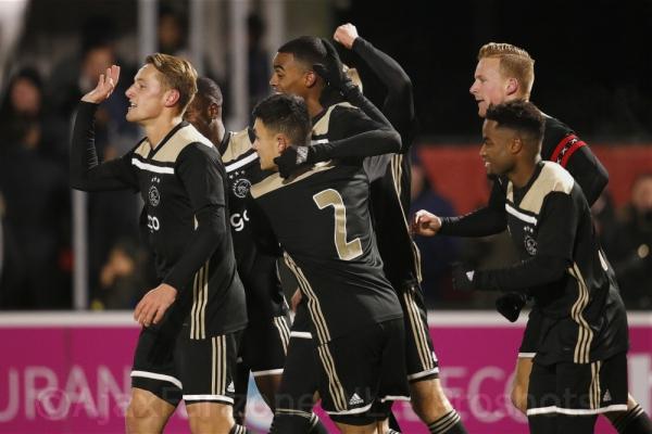 Jong Ajax wint met moeite bij Almere City