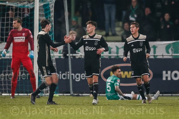 Jong Ajax en FC Dordrecht houden elkaar in evenwicht:3-3