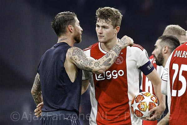 UEFA klaagt Ramos aan voor bewust pakken gele kaart