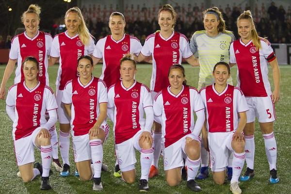 Ajax Vrouwen verslaan PSV in kampioenspoule (Incl foto's