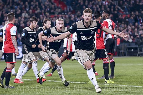 Ajax revancheert zich in De Kuip en staat in bekerfinale: 0-3 (Incl foto's)