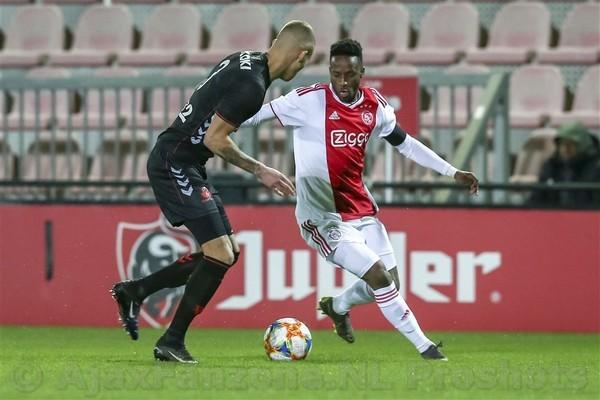 Jong Ajax laat winst liggen tegen Jong FC Utrecht