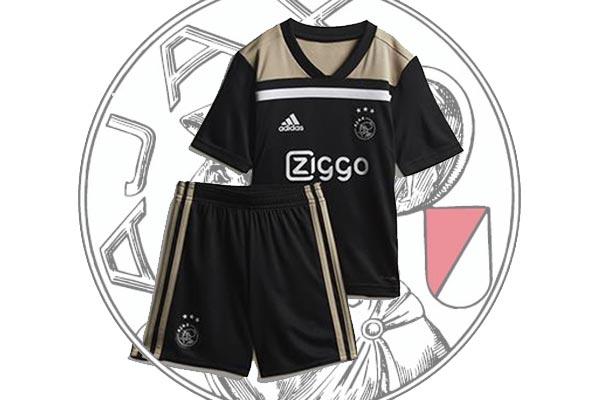 Uitslag prijsvraag: Wie wint dit nu al legendarische Ajax uittenue?