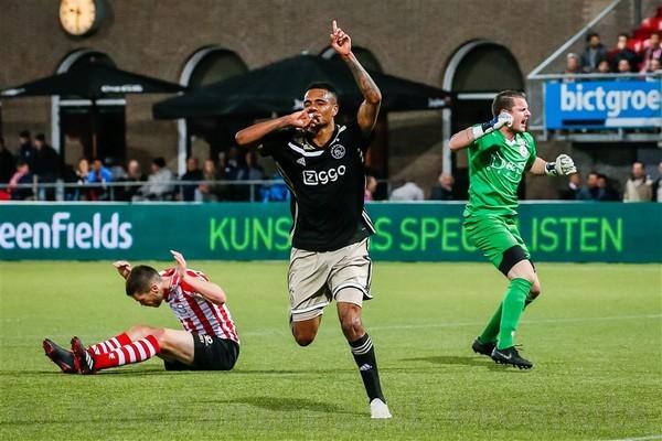 Jong Ajax pakt op valreep punt bij Sparta