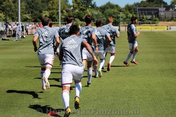 Ajax met 29 spelers op trainingskamp naar De Lutte