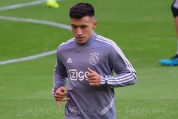 Prijsvraag: Win die Ajax thuis-trainingssweater!