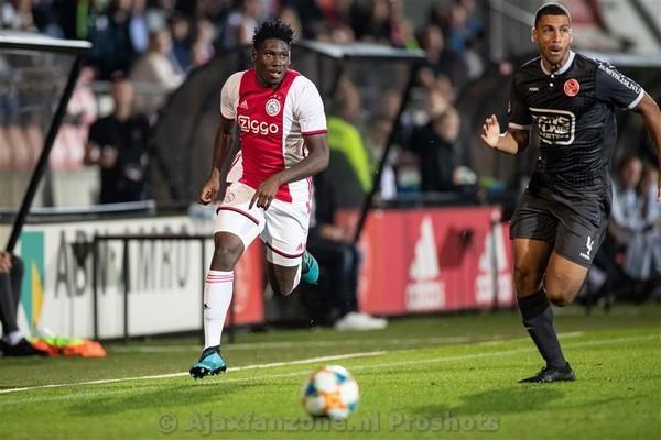 Jong Ajax in bizarre wedstrijd met 3-2 te sterk voor Almere City