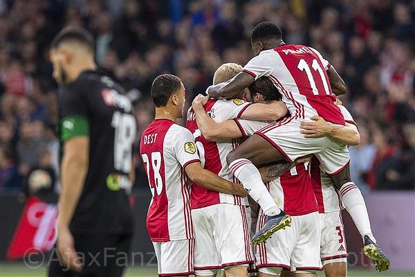 Ajax moeizaam langs stug verdedigend Groningen: 2-0