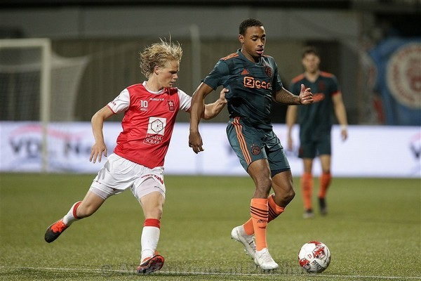 Jong Ajax wint met 1-4 van MVV