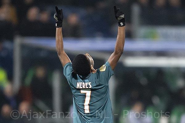 Ajax speelt met vuur maar wint van PEC Zwolle (incl. foto's)