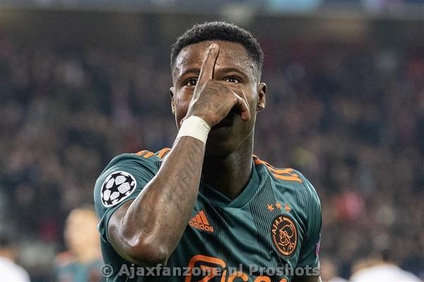 Update: Ajax gaat in gesprek met Promes vanwege filmpje op Cruyff Court