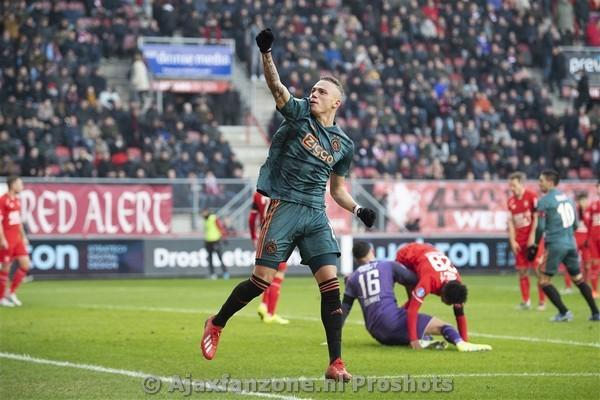 Ajax wint van FC Twente, Lang scoort hattrick