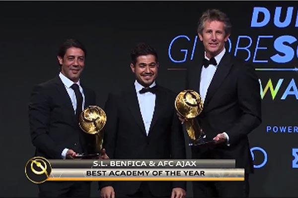 Ajax wint in Dubai samen met Benfica de award voor beste jeugdopleiding van het jaar