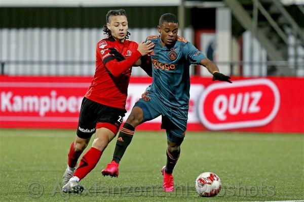 Jong Ajax pakt drie punten bij Helmond Sport: 0-2