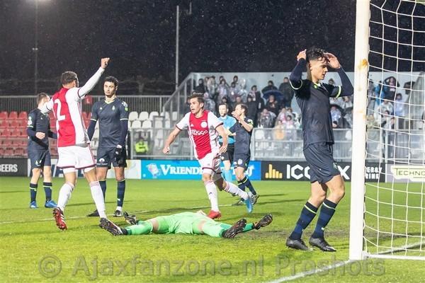 Jong Ajax niet langs Telstar: 2-2