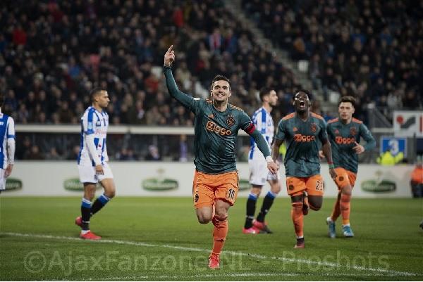 Ajax neemt drie punten mee terug uit Heerenveen