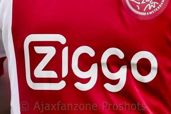 Footy Headlines: Nieuwe thuisshirt Ajax met oude logo