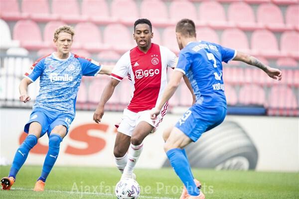 Ajax Met 5 2 Langs Holstein Kiel Ajaxfanzone Nl