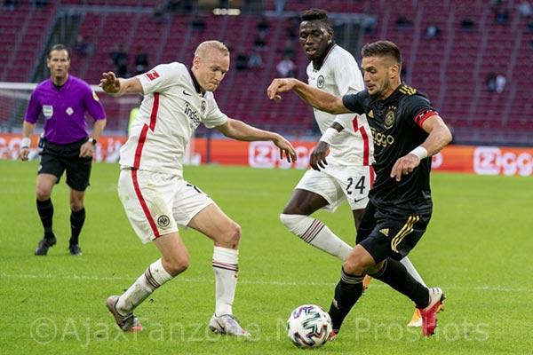 Ajax ook langs Eintracht Frankfurt: 2-1