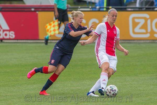 Ajax Vrouwen starten competitie met 3-1 zege op FC Twente (Incl foto's)