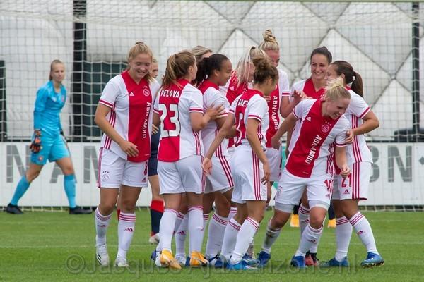 Ajax Vrouwen beginnen uitstekend aan herstart Eredivisie