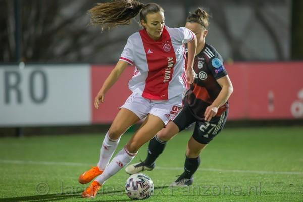 Ajax Vrouwen onderuit tegen vrouwen Bayern München (Incl foto's)